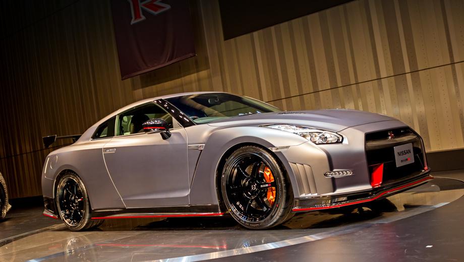 Nissan gt-r. Суперкар Nissan GT-R Nismo (на фото) в Японии стоит от 15 015 000 йен, что эквивалентно 4 902 356 рублям. Обновлённый GT-R без приставки Nismo оценивается в 9 051 000 йен (2 955 126 рублей). Но российские реалии таковы, что даже базовый дорестайлинговый автомобиль не купить дешевле 4 620 000 рублей.