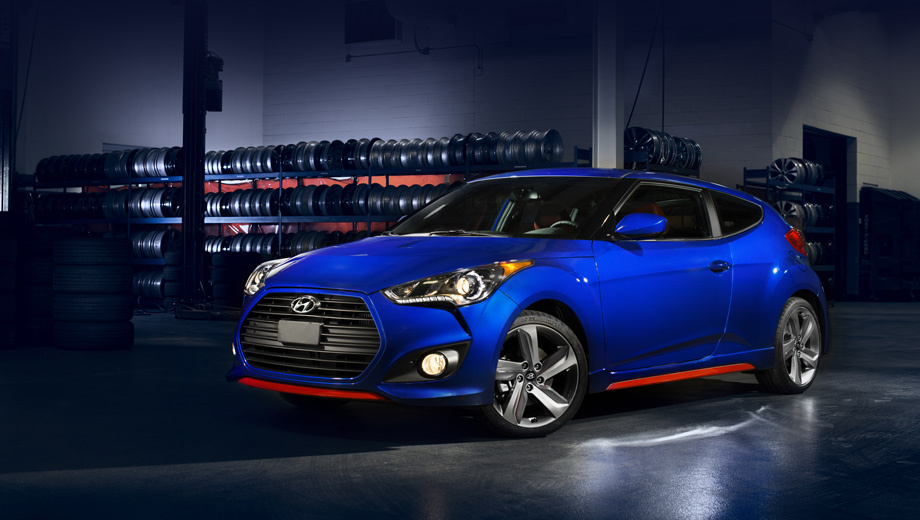 Hyundai veloster,Hyundai veloster turbo r-spec. Красные акценты на сплиттере и порогах — опция для версии R-Spec.