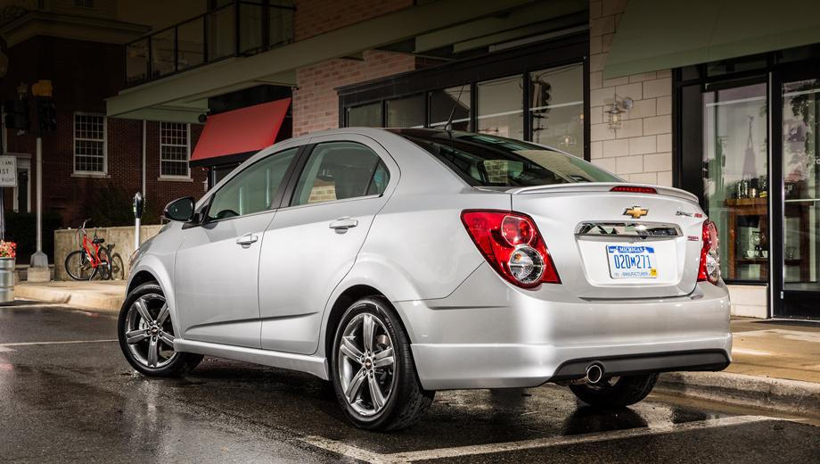Chevrolet aveo rs,Chevrolet sonic rs. Помимо мотора, от стандартных седанов Sonic версия RS отличается иными бамперами, аэродинамическим обвесом кузова, а также перенастроенной подвеской.