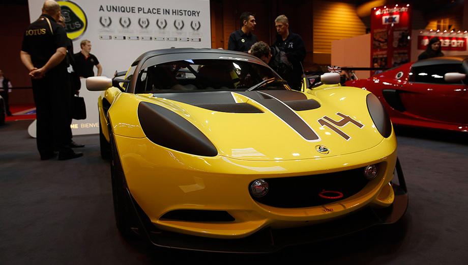 Lotus elise,Lotus elise s cup r. Развитый аэродинамический обвес, кованые диски, каркас безопасности, огнетушитель — вот далеко не полный список доработок, превращающих обычный Elise S в омологированный трек-кар.