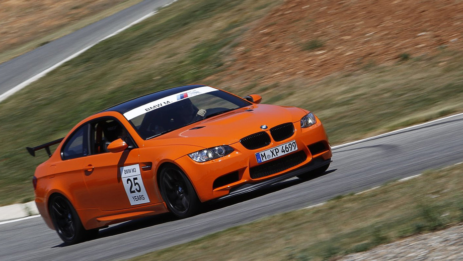 Bmw m4,Bmw m4 gts. Купе BMW M3 GTS появилось в 2009 году. Автомобиль с мотором V8 4.4 мощностью 450 л.с. был на 190 кг легче стандартной машины. Начальная цена — 115 000 евро.