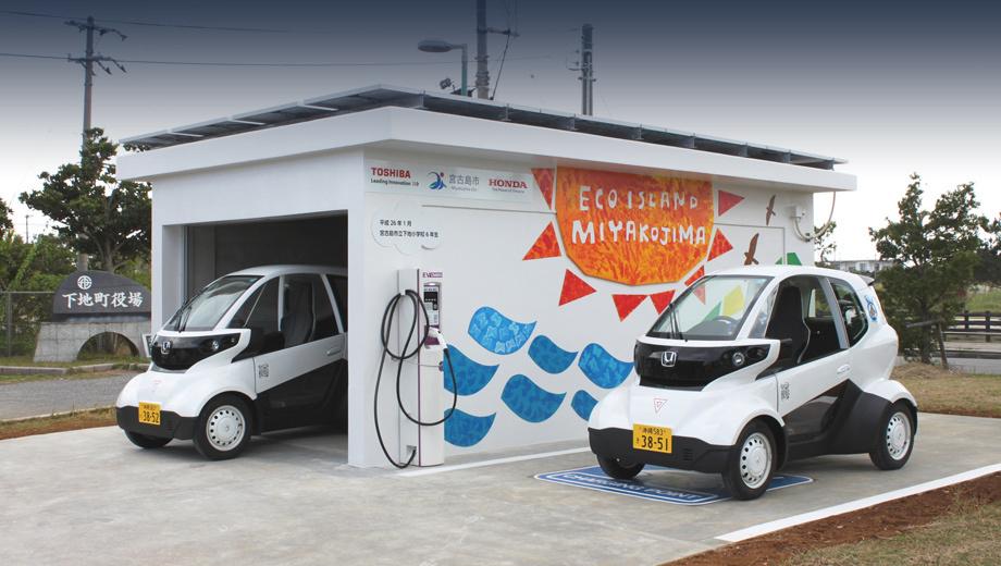 Honda mc-b. Церемония старта испытаний в Миякодзиме прошла 28 января на одной из новых зарядных станций. Кстати, город расположен на маленьком острове, так что типичные поездки тут короткие. К тому же бензин тут приходится завозить морем, что накладно. Потому зарядка машин от солнечных лучей может представлять большой интерес.