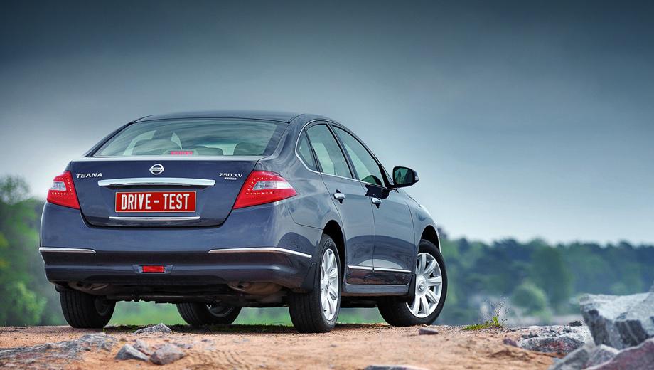 Nissan teana. В 2008 году было продано 8840 Теан, а год спустя — почти на три тысячи меньше. По прогнозам, версия Teana Four должна вернуть продажи на докризисный уровень.