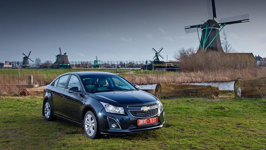Chevrolet cruze. По итогам 2013 года Chevrolet Cruze стал в России самой продаваемой моделью General Motors и второй по популярности иномаркой. В мире уже продано больше 2 600 000 Крузов (говорят, это пятое место по продажам в C-классе). Главные потребители — Китай, США и мы.