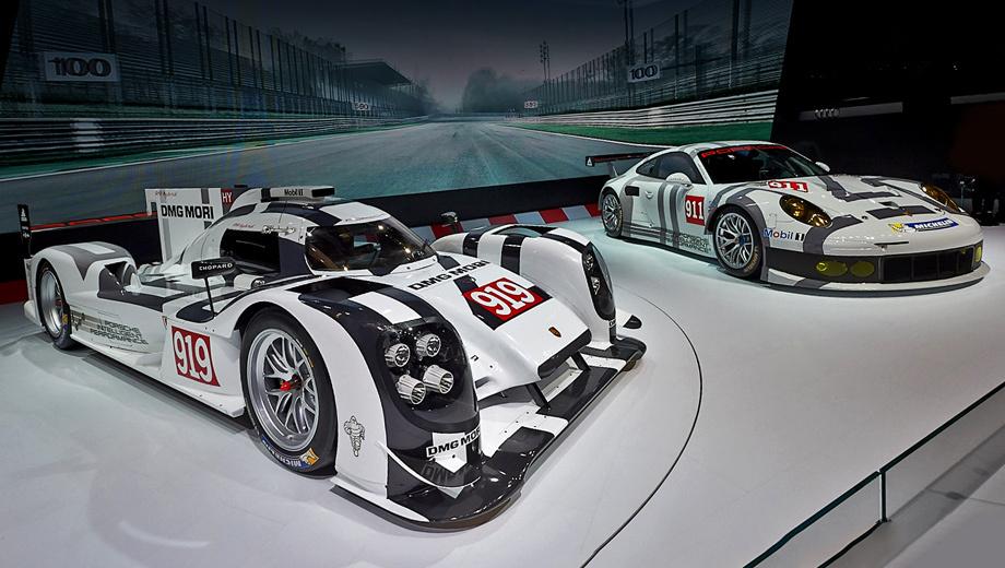 Porsche 919. Прототипы Porsche 919 Hybrid поедут не только в Ле-Мане, но и в остальных гонках серии FIA WEC. Дебют машин состоится на гонке «6 часов Сильверстоуна». (На заднем плане — 911 RSR, в прошлом дебютном для себя году прекрасно выступивший в нескольких гонках на выносливость, победивший в своём классе в Ле-Мане, а в этом году уже открывший счёт побед в 24 часах Дайтоны.)