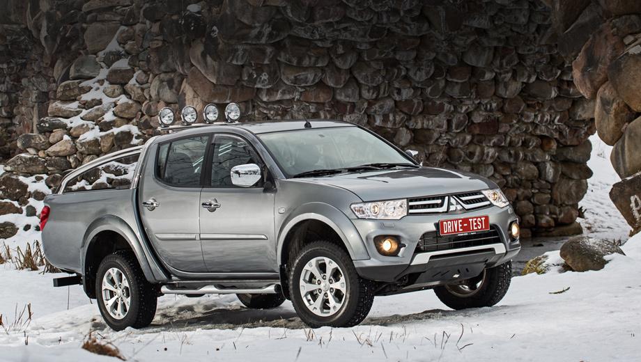 Mitsubishi l200. На протяжении последних 15 лет Mitsubishi L200 прочно и с солидным запасом удерживал место пикапа № 1 в России, однако в 2013-м было продано 5518 — против 6207 экземпляров модели Toyota Hilux.