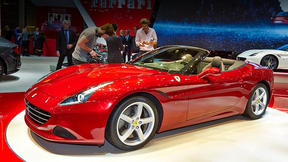 Ferrari california. Сохранив основные черты предшественницы, новая California обрела собственное лицо, с более острым и агрессивным воздухозаборником, передним сплиттером и видоизменённым капотом, на котором теперь два воздуховода, направленных назад, вместо одного, смотрящего вперёд.