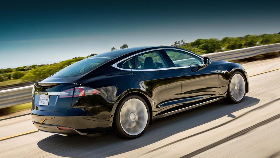 Tesla model s. Огромный плоский аккумулятор, встроенный в днище «эски», способствовал понижению центра тяжести. Но оказалось, что у такого расположения есть один недостаток — уязвимость батареи при ударах о посторонние предметы.