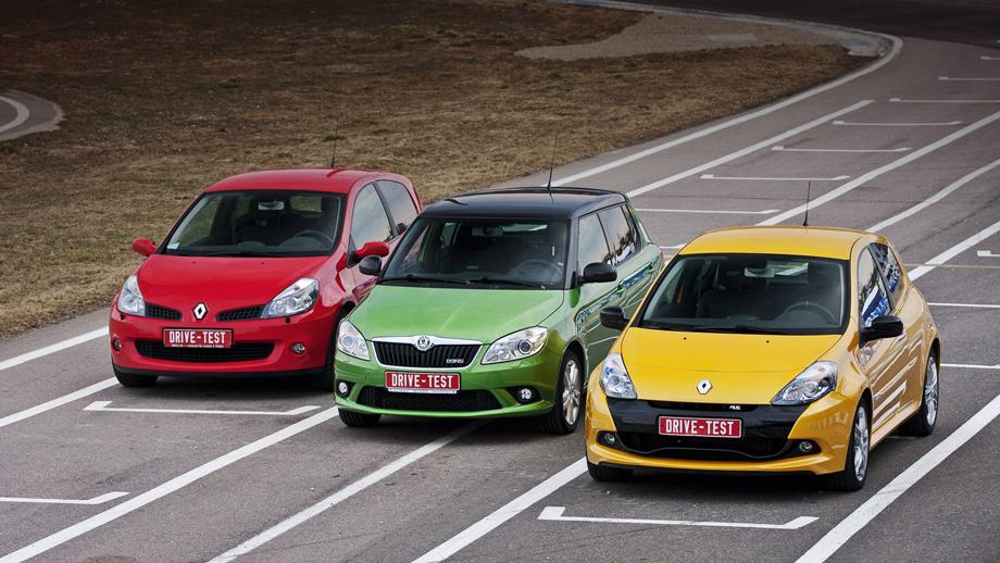 Renault clio rs,Skoda fabia rs. В компанию к Фабии RS мы взяли два автомобиля Renault Clio Sport: новый и дорестайлинговый. Красный хэтч, хотя и выступил вне зачёта, помог нам многое понять.