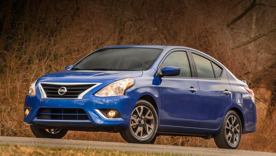 Nissan versa. В анфас четырёхдверка Nissan Versa теперь напоминает седан Altima за счёт схожих оптики и решётки радиатора.