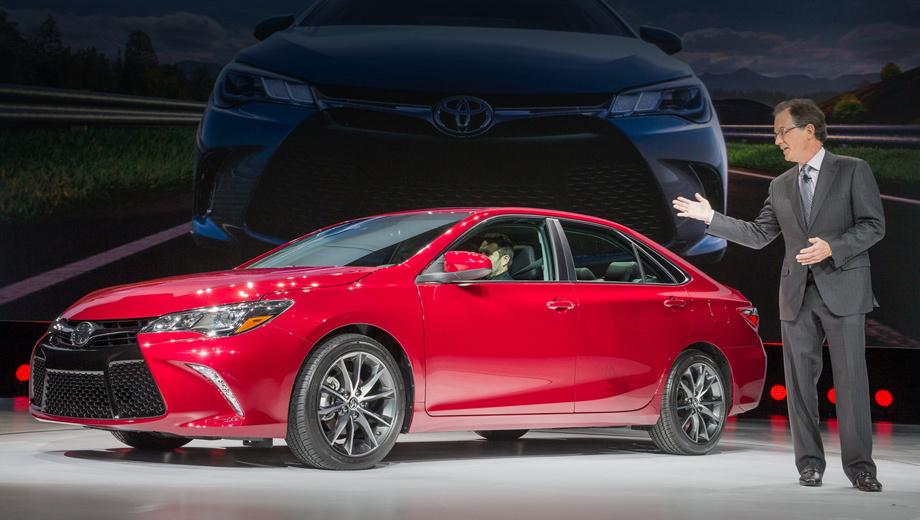 Toyota camry. Больше всего изменений пришлось на фронтальную часть автомобиля. Camry теперь напоминает в анфас седан Avalon, презентация которого состоялась в Нью-Йорке ровно год назад.