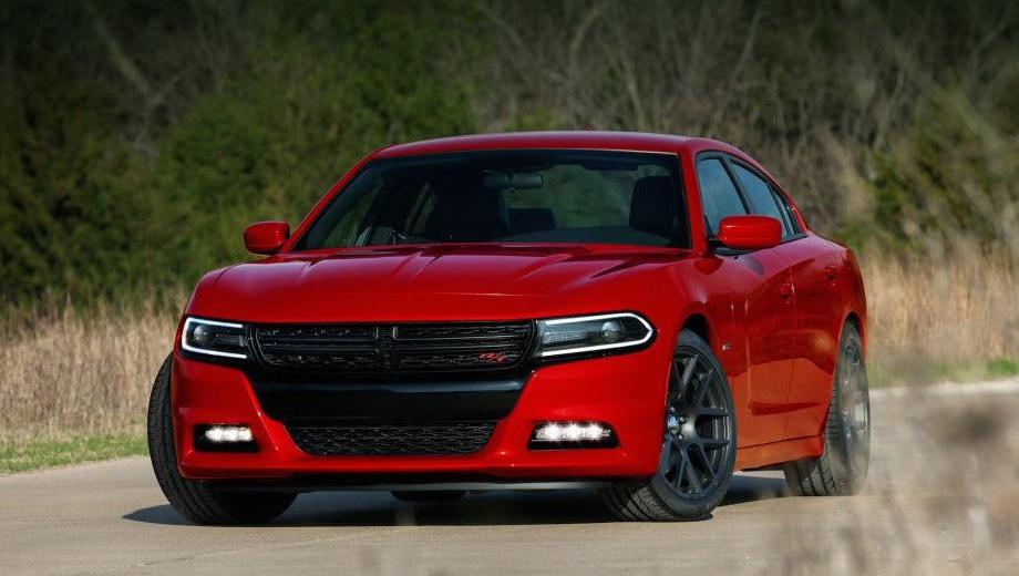 Dodge charger,Dodge challenger. Моторная гамма седана Dodge Charger осталась прежней: 292-сильный V6 3.6 и 370-сильный V8 5.7.