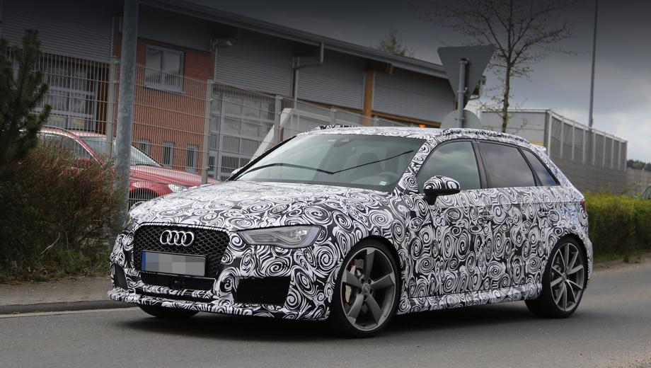Audi a3,Audi rs3 sportback,Audi rs3. По сравнению с менее «горячим» вариантом S3 у новенькой «эр-эски» собственная ячеистая решётка радиатора (сетка была и на предшественнике) и более крупные воздухозаборники в бампере.