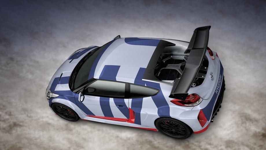 Hyundai veloster. Авторы концепта уверяют, что расположенный в базе двигатель изменил характер автомобиля. Идеальное распределение веса по осям якобы помогает лучше проходить ходовые повороты.