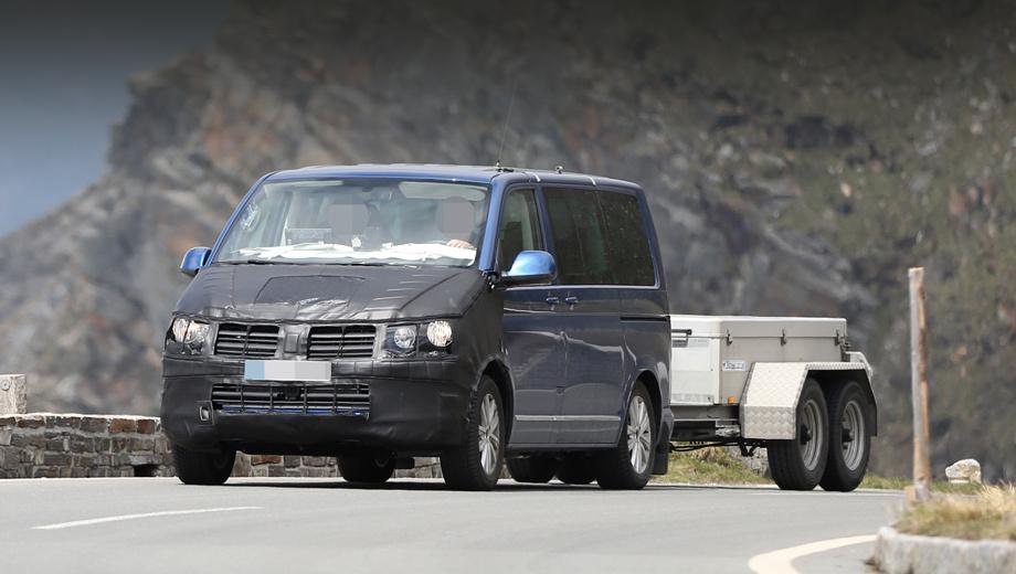 Volkswagen transporter,Volkswagen multivan,Volkswagen caddy,Volkswagen t6. Автомобиль получит менее угловатый нос с новыми фарами и изменёнными воздухозаборниками. В салоне прототипа центральная консоль тоже была снабжена маскировкой. Заметим, компании нужно очень постараться, чтобы затмить новейший Mercedes-Benz V-класса по части интерьера.