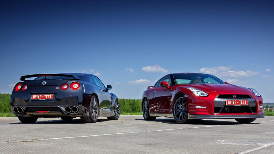 Nissan gt-r. У машин 2013 и 2014 модельных годов (справа на фотографии) двигатель одинаковый — V6 3.8 с двумя турбокомпрессорами. Отдача тоже не изменилась — 540 л.с. и 628 Н•м. Удивительно, но этого хватает, чтобы выстреливать до сотни за 2,7 с.