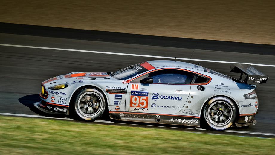 Aston martin v8 vantage. В минувшие выходные команда Aston Martin Racing одержала победу в гонке «24 часа Ле-Мана»: экипаж, пилотирующий V8 Vantage GTE с номером 95, стал лучшим в классе GTE Am. Логотип Hanergy Solar уже красовался под фарами боевых Астонов.