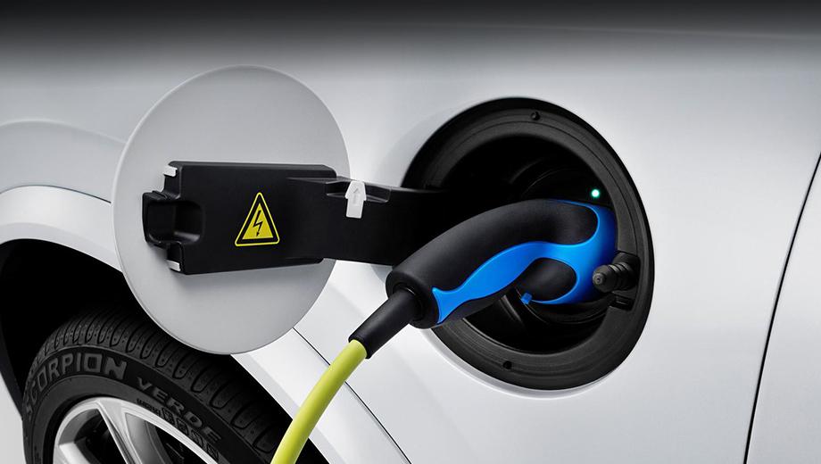 Volvo xc90. Помимо небольшого расхода топлива гибридный Volvo XC90 отличился низким уровнем выбросов углекислого газа — 60 г/км.