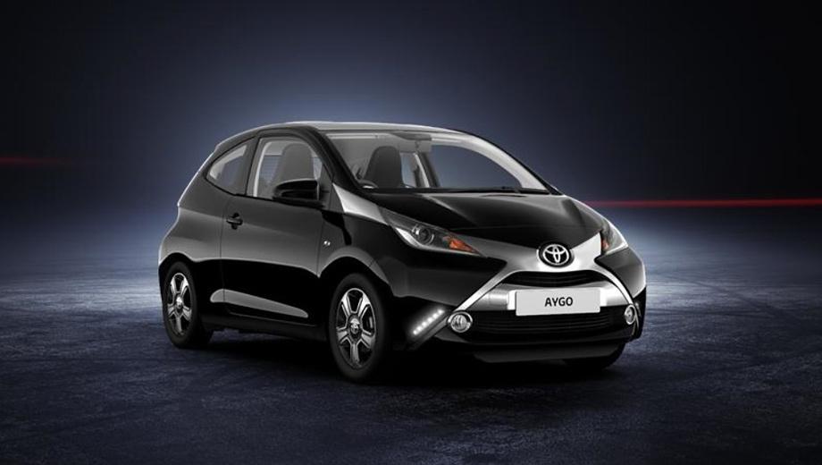 Toyota aygo. К сожалению, у российского представительства компании пока нет планов по выводу Aygo на наш рынок. Ну а там, где модель присутствует, покупатели получили больший выбор. Новоявленная трёхдверка в Европе окажется на 300–500 евро дешевле пятидверки в схожей комплектации. К примеру, в Германии за Айго с тремя створками просят от 9950 евро (примерно 480 тыс. рублей), а за базовую пятидверку — 10 300 евро.