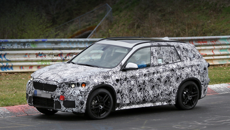 Bmw x1. Говорят, укороченный капот и более крутой наклон кормы объясняются просто: баварцы не хотят, чтобы новый BMW X1 выглядел, как маленький универсал.