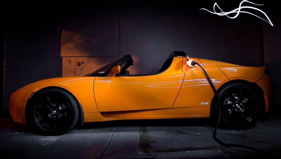 Tesla roadster,Tesla model 3. Элон Маск пообещал, что на улучшенном родстере владельцы смогут проехать от Лос-Анджелеса до Сан-Франциско без остановки.