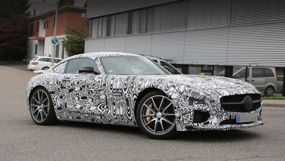 Mercedes amg gt,Mercedes с 450 amg sport. Одно из новшеств на данной версии — десятиспицевые колёсные диски. На ранее замеченных предсерийных AMG GT стояли пяти- и семиспицевые катки.