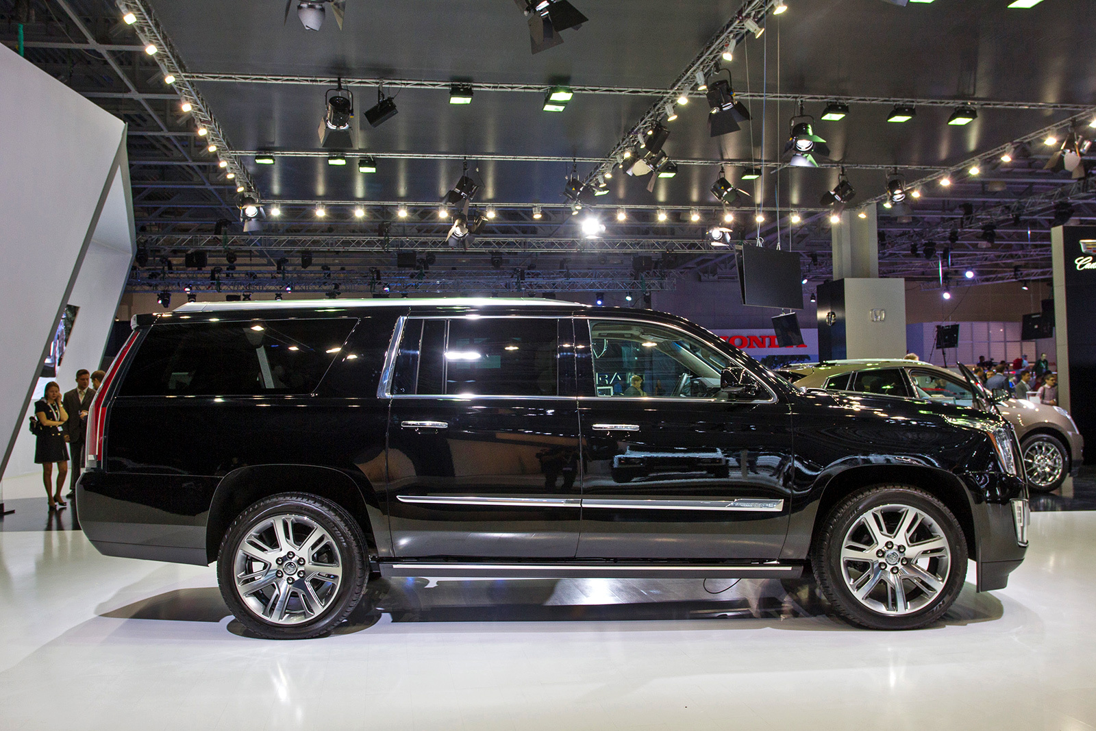 chevrolet tahoe suburban gmc yukon cadillac escalade vs. Black Bedroom Furniture Sets. Home Design Ideas