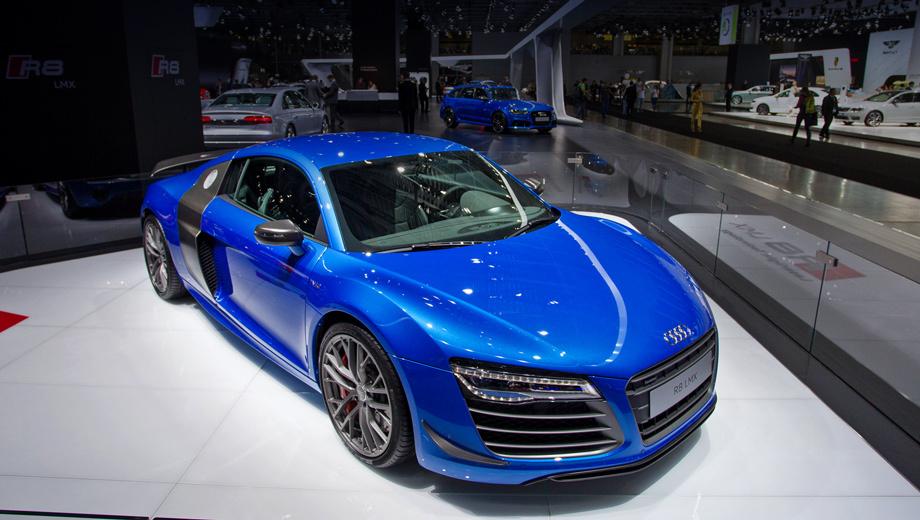 Audi r8. Ближний свет обеспечивают светодиоды, а лазеры включаются только на скорости выше 60 км/ч, что позволяет значительно улучшить видимость.