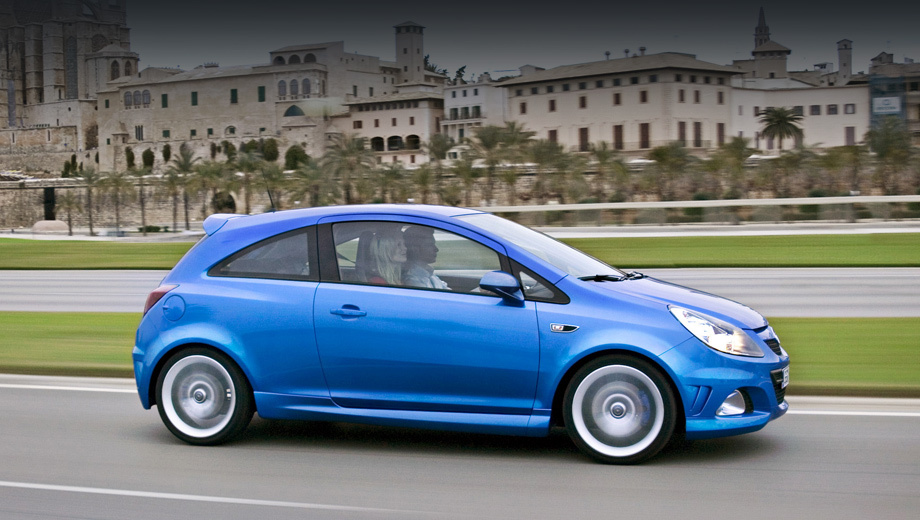 Opel corsa,Opel corsa opc. В поколении D появление на рынке базовой Корсы и версии OPC разделяло всего-то пять месяцев (c октября 2006-го по март 2007 года). Но теперь разрыв может быть ещё меньше.