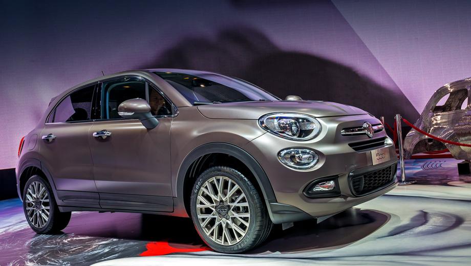 Fiat 500x. Новинка будет выпускаться в двух вариантах. «Вседорожный» (для активного отдыха, уточняет производитель) и показанный здесь более элегантный «городской», «столичный». Они отличаются бамперами, а вот есть ли разница в дорожном просвете — пока не уточняется.