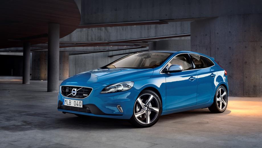 Volvo v40,Volvo xc40. Пятидверка Volvo V40 R-Design появилась примерно через полгода после выхода основной модели в 2012-м. Но не прошло и двух лет, как состоялся перезапуск бренда. Теперь все новые вольвовские автомобили  получат свежий стиль, разработанный Томасом Ингенлатом. Может, отчасти эта смена курса объясняет относительно малый срок жизни, который предрекает нынешнему поколению V40 один из боссов марки.