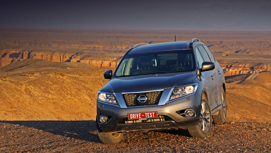 Nissan pathfinder. Казахам Pathfinder нравится. Большой, широкий, блестящий… Однако ради красивой жизни пришлось расстаться с пахнувшим соляркой дизелем и раздаточной коробкой.