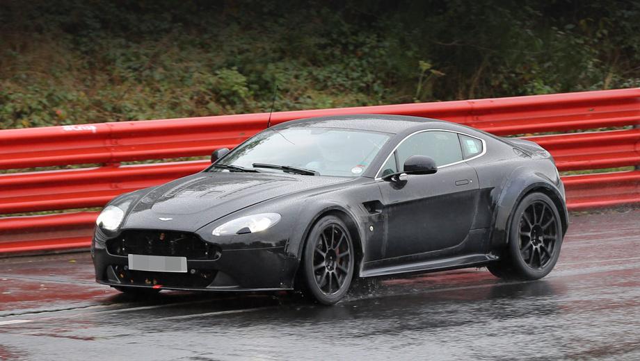 Aston martin v8 vantage,Aston martin vantage,Aston martin db9. Исчезнувшие декоративные решётки и заклеенные отверстия в крыльях косвенно говорят о том, что самое интересное скрыто под капотом.