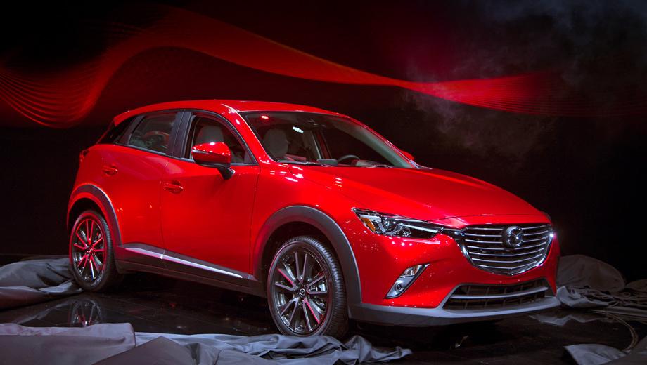 Mazda cx-3. Лицом CX-3 напоминает хэтчбек Mazda2, с которым паркетник делит многие элементы начинки, но кузов у кроссовера полностью свой, как и вся оптика. В зависимости от версии и опций тут могут стоять колёса диаметром до 18 дюймов.
