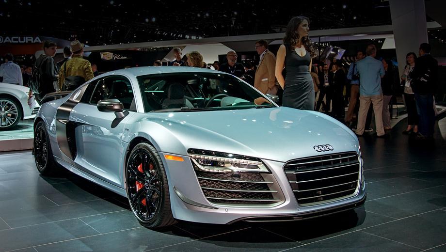 Audi r8. От стандартной двухдверки Audi R8 версию competition отличает аэродинамический обвес.