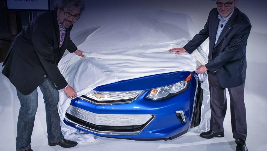 Chevrolet volt. Пока эта фотография — единственное изображение живой машины. Внешность нового Вольта производитель надеется сохранить в секрете до следующего года.
