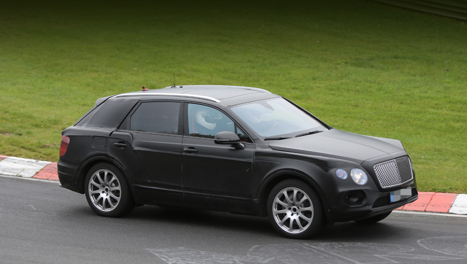 Bentley suv,Bentley bentayga. В октябре новинка вышла на Нюрбургринг.