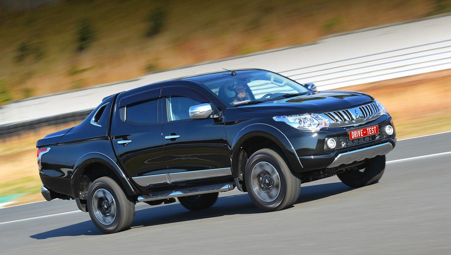 Mitsubishi l200. В России Mitsubishi L200 пятого поколения будет предлагаться только с такой пятиместной кабиной Double Cab. Её дизайнерский изыск — это унаследованный от предшественника загнутый буквой контур между пассажирским и грузовым отсеками. На этом снимке кабину сзади будто бы подчёркивает L, а при взгляде с другой стороны — J. Поэтому в Mitsubishi это называют J-контуром.