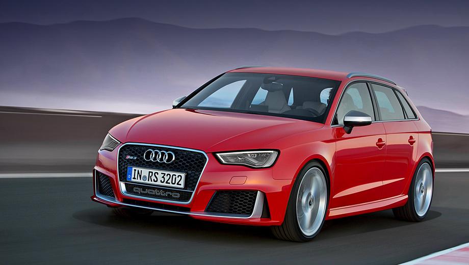 Audi rs3. Матовая рамка окружает глянцево-чёрную решётку радиатора в виде сот. Крупные воздухозаборники с вертикальными лезвиями дополняют боевой вид. Штатные колёсные диски — на 19 дюймов. Опциональные того же размера, но с несколькими вариантами дизайна на выбор («матовый титан», «чёрный антрацит»).
