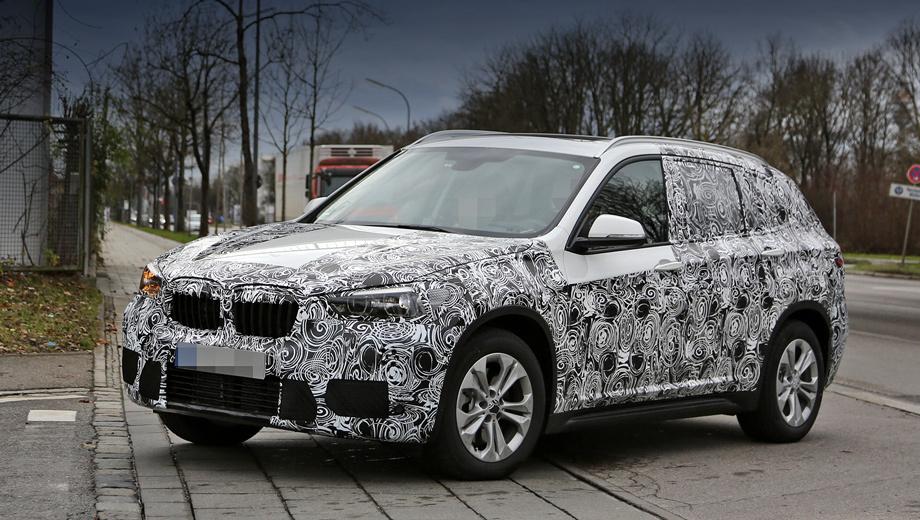 Bmw x1. Закамуфлированный прототип кроссовера BMW X1  второго поколения мы видели на Нюрбургринге весной, но тогда заглянуть в салон машины папарацци не удалось.