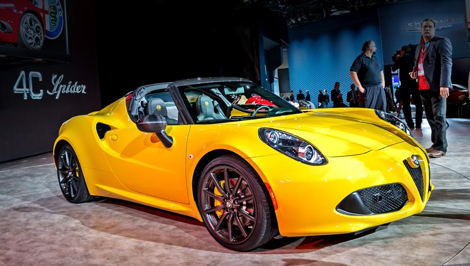 Alfaromeo 4c,Alfaromeo 4c spider. Чёрные накладки на зеркалах заднего вида — только у автомобилей со спортпакетом.