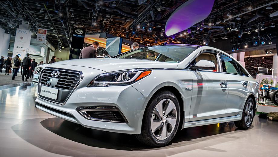 Hyundai sonata,Hyundai sonata hybrid,Hyundai sonata phev. В смешанном режиме обычный гибрид потребляет 5,6 л/100 км, а у новинки этот показатель чуть выше — 5,88 литров.