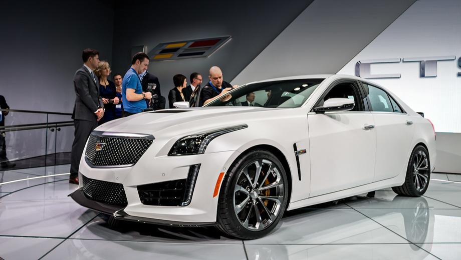 Cadillac cts,Cadillac cts-v. «Заряженная» версия выглядит агрессивнее обычного седана, а её капот по умолчанию выполнен из углепластика. Кроме того, клиентам доступны несколько пакетов внешних доработок.
