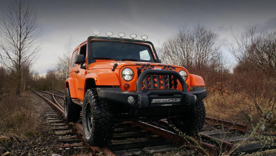 Jeep wrangler. Машина основана на модификации Sport, но оснащена новым бампером и светодиодной «люстрой» на защитной дуге. Изменено крепление запаски. Добавлен рисунок в виде следа от шин на решётке радиатора, капоте и крыше.