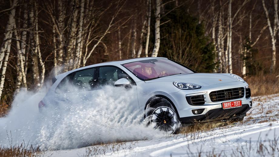 Porsche cayenne. Модернизированный Cayenne представлен на нашем рынке в восьми версиях с бензиновыми и дизельными моторами мощностью от 300 до 570 сил. Цены — от 3 528 000 до 9 230 000 рублей. Все модификации оснащаются полноприводной трансмиссией и восьмидиапазонным «автоматом».