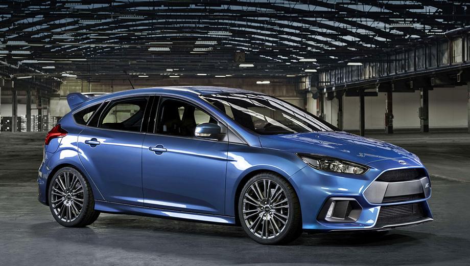 Ford focus,Ford focus rs. Агрессивный бампер с огромными воздухозаборниками изменил лицо модели. Новые колёсные диски — это десять двойных спиц. Краска Liquid Blue на первом образце — как на Форде GT. В серии будет близкий оттенок Nitrous Blue.