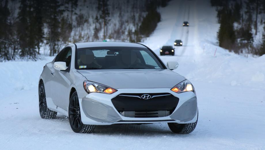Hyundai genesis,Hyundai genesis coupe. Будущая двухдверка Genesis Coupe уже тестируется в кузове от предыдущего поколения. Эта модель — первый кандидат на приобретение нового двигателя. Но едва ли единственный.