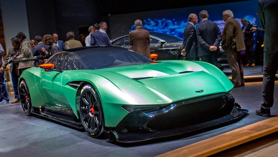 Aston martin vulcan. Внешность новинки создана под руководством шеф-дизайнера Астона Марека Райхмана. А над технической начинкой колдовали специалисты отделения Aston Martin Racing.