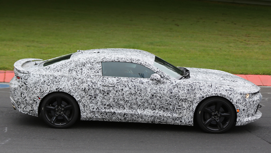 Chevrolet camaro. Ещё в прошлом году «шестой» Camaro позволил рассмотреть себя со всех сторон, пусть и в камуфляжной плёнке.