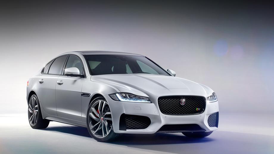 Jaguar xf. Это версия S, обычный XF будет скромнее. Все внешние изменения — эволюционны: решётка радиатора крупнее, воздухозаборники больше и, главное, — прищур фар а-ля XJ.